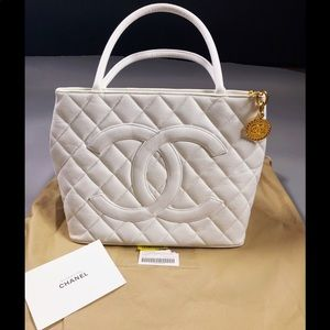 💯% Authentic Chanel White Quilted Medallion Tote